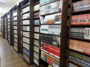 高雄市三多捷運站出口鄰近三多商圈漫畫/dvd店頂讓由阿甘創業加盟網提供