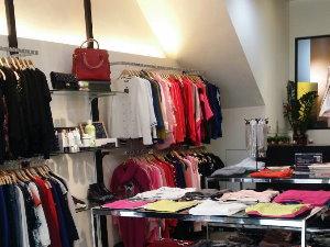 高雄鳳山衣服/鞋子/包包店(頂讓)頂讓由www.ican168.com阿甘創業加盟網提供