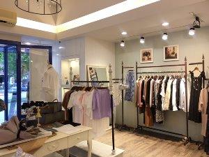 天母新光三越旁服飾精品店 (頂讓)頂讓由www.ican168.com阿甘創業加盟網提供
