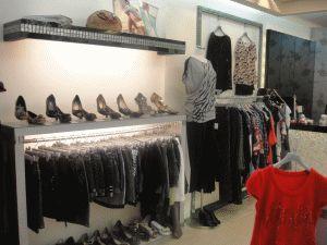 新莊幸福路中華路口高檔裝潢精品服飾店頂讓由www.ican168.com阿甘創業加盟網提供